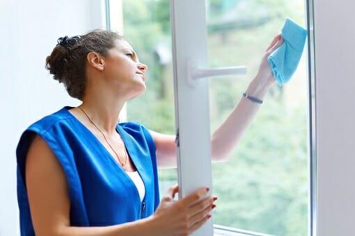 Fensterreinigung durch ausgebildetes Fachpersonal