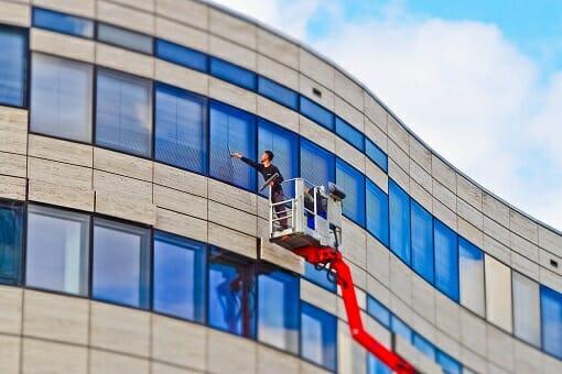 Fassadenreinigung durch einen Gebäudereiniger