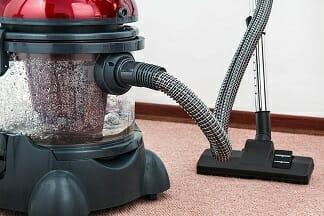 Teppichbodenreinigung mit HIlfe eines Staubsaugers